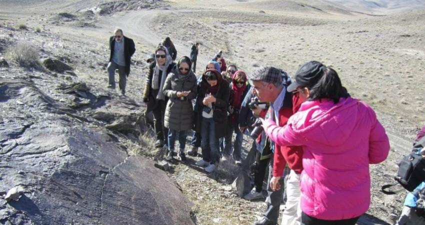 زنجیره انسانی برای جلوگیری از تخریب محوطه 40 هزار ساله تیمره