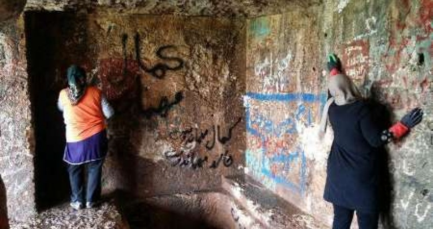 پاکسازی محوطه فقره قا مهاباد توسط دوستداران میراث فرهنگی