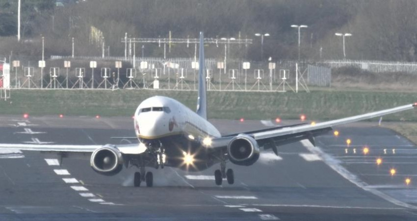 دلیل حادثه هواپیمای ماهان در فرودگاه خارک، قیچی باد بود