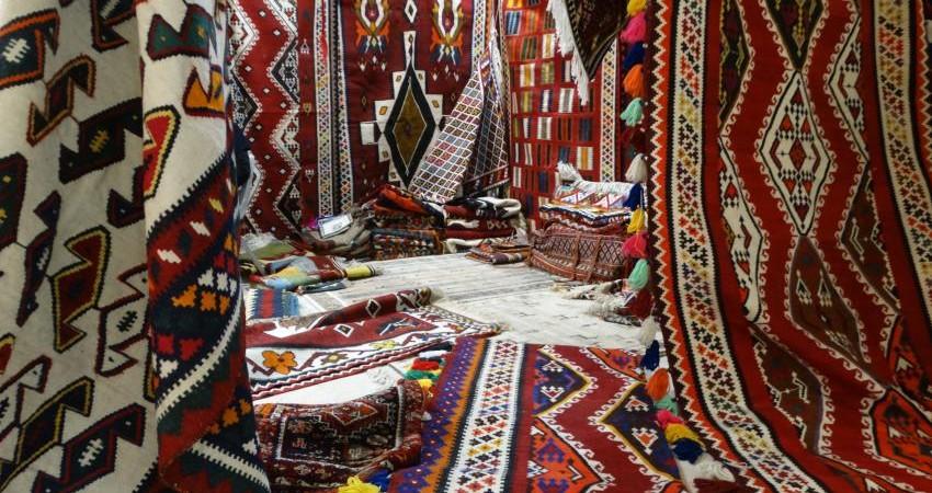 فرش ایران از پیچیده ترین و کاربرترین صنایع دستی جهان است