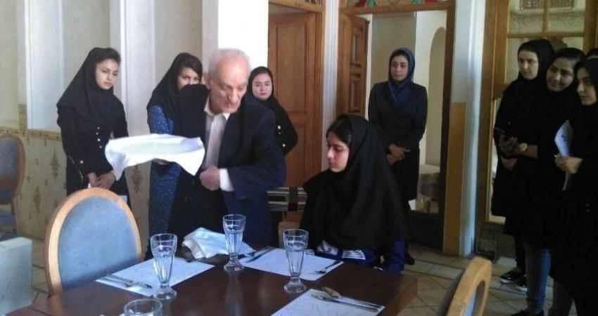 هتلداری در ایران دانش گریز است