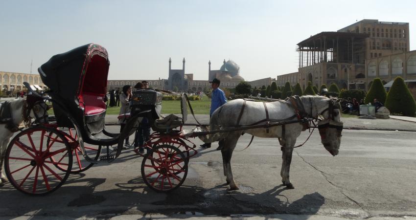 قبل از جذب گردشگر به فکر حفظ بناهای تاریخی باشیم