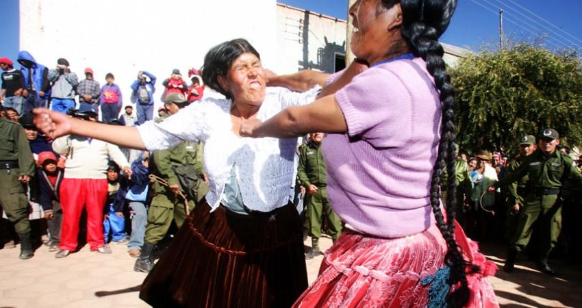 جشنواره کشیدن موی زنان در بولیوی