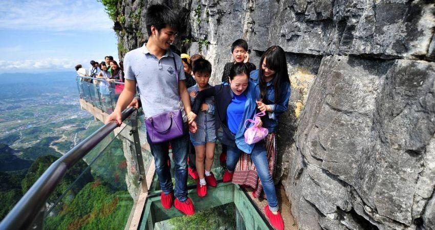 افتتاح طولانی ترین پل شیشه ای جهان در چین