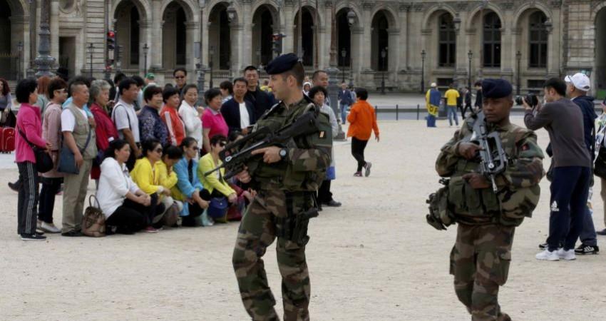 حمله به توریسم فرانسه از 3 جبهه