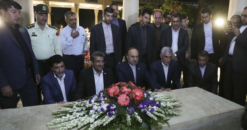لسان الغیب میزبان اهالی فرهنگ شد/ بزرگداشت حافظ ادبیات ایران