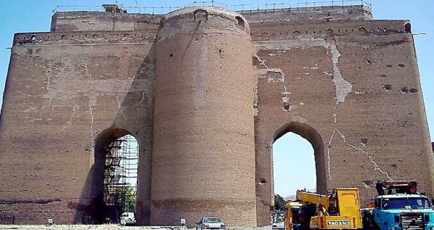 درخواست از معاون میراث فرهنگی برای رسیدگی فوری به ارگ علیشاه