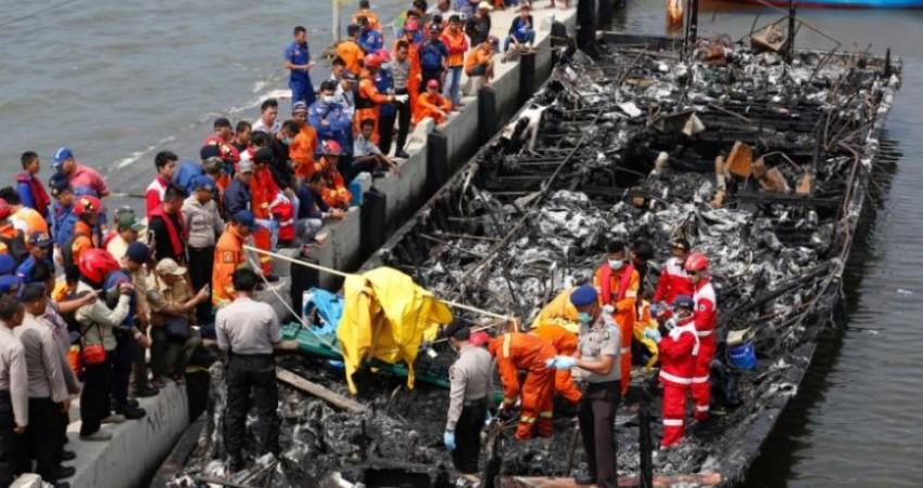 حریق مرگبارِ قایق گردشگری در اندونزی