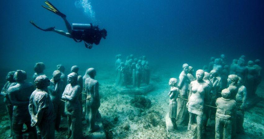 لذت هنر معاصر در اعماق آب