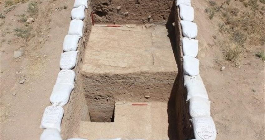 کشف سفال های 7 هزار ساله در تپه نادعلی بیگ سنقر