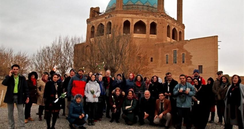 راهنمایان جهانی گردشگری از گنبد سلطانیه بازدید کردند
