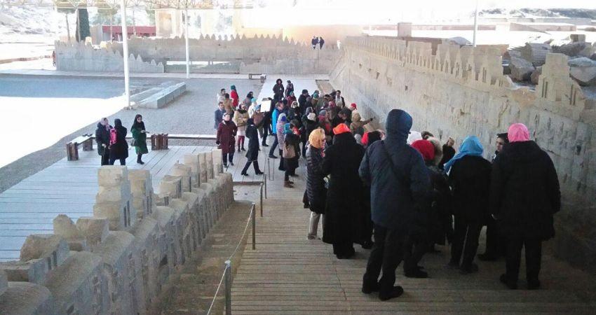 بازدید راهنمایان گردشگری از پرسپولیس و تخت رستم