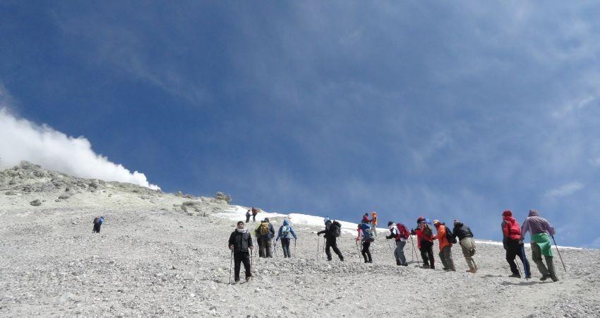 متولی صعود گردشگران خارجی به قله دماوند مشخص نیست