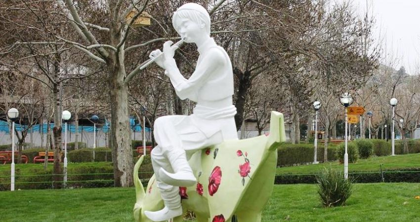 هدیه صنایع دستی به اولین گردشگر