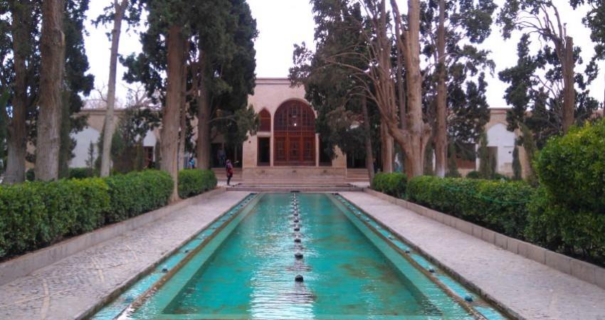 محوطه سیلک و باغ موزه فین پاک سازی شد