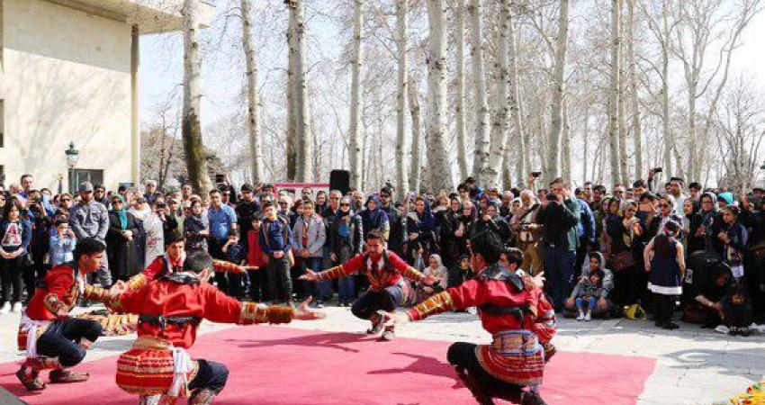 اجرای موسیقی محلی اقوام در کاخ نیاوران