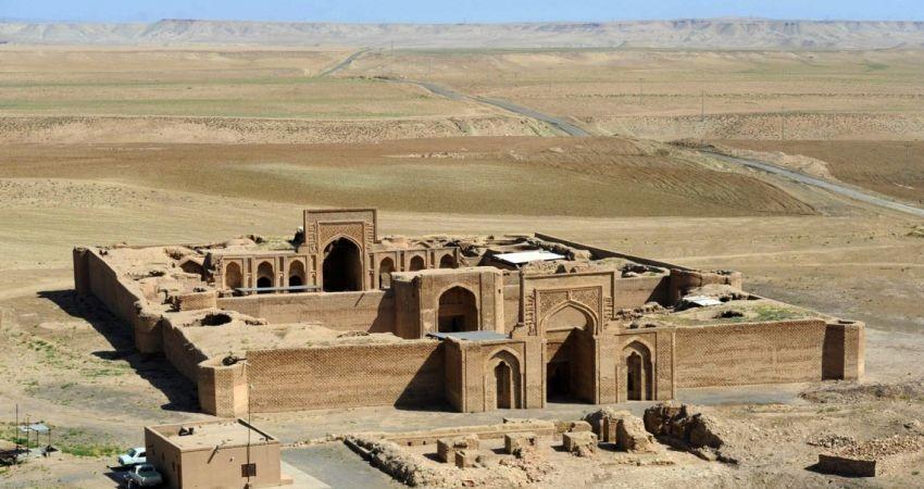 چند تَرَک تنها آسیب بناهای تاریخی خراسان