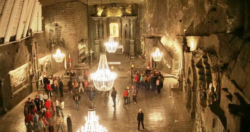 جاذبه گردشگری در دل معدن نمک ویلیچکا