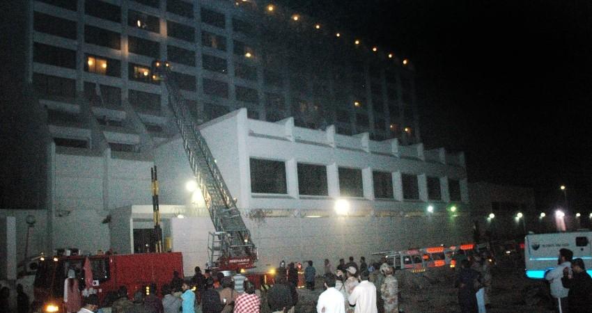 هتلی که در کراچی پاکستان آتش گرفته بود 11 قربانی گرفت