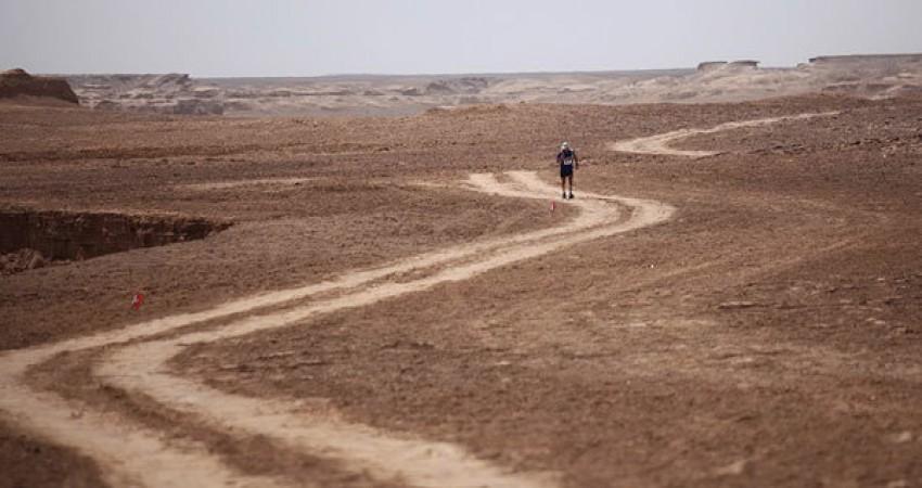 ثبت رکورد تازه گینس در کویر لوت/ دویدن در گرم ترین نقطه زمین