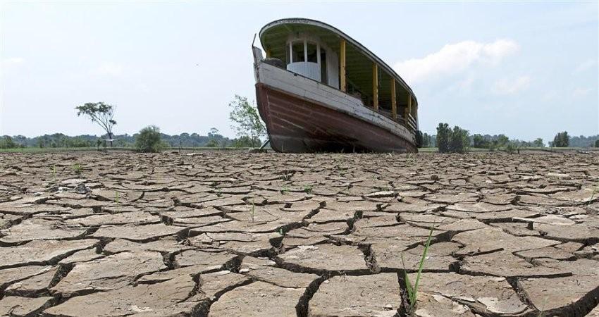 بار خشک شدن تالاب ها بر دوش مدیریت نادرست منابع آبی است