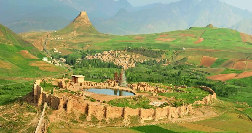 بازدید گردشگران 20 کشور از تخت سلیمان تکاب