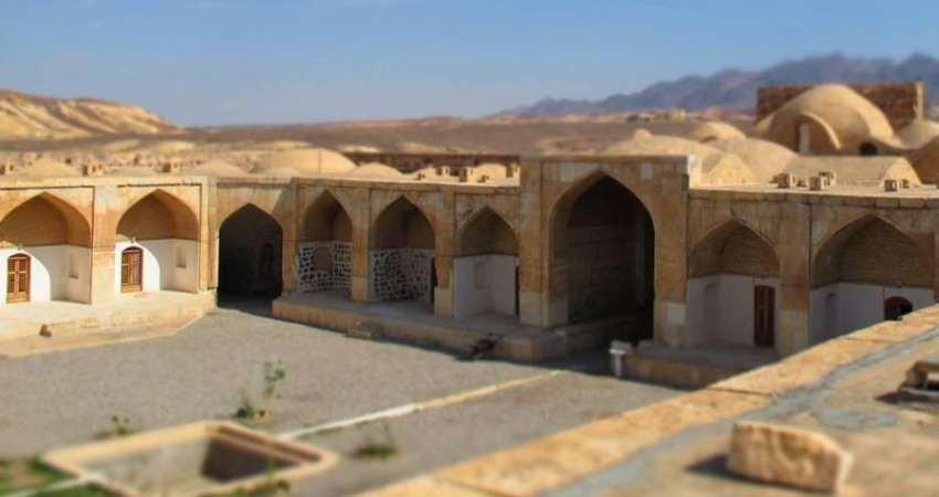 تخریب قلعه صفوی عباس آباد استان سمنان برای توسعه مسجد