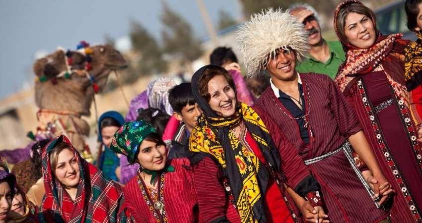 نمایش پوشاک سنتی اقوام لک در گالری عالی قاپوی قزوین
