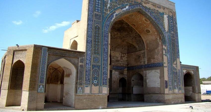 بازارچه صنایع دستی در بنای تاریخی مصلای مشهد راه اندازی شد