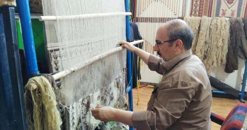 صنعتگران و هنرمندان صنایع دستی در روستاها «بیمه» می شوند