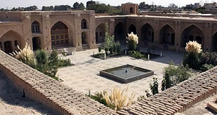 برگزاری نمایشگاه صنایع دستی و مشاغل خانگی در کاروانسرای حاج کمال رباط کریم