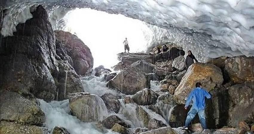 هشدار نسبت به گردشگری در غارهای یخی