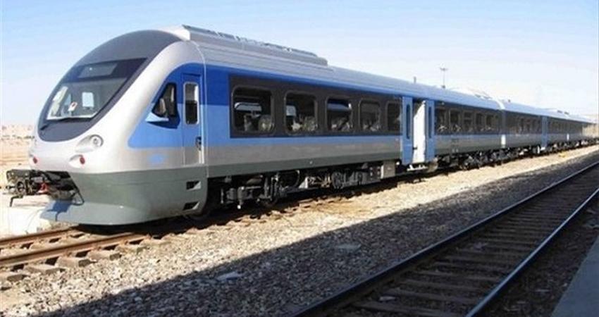 توزیع و فروش صنایع دستی سمنانی ها در قطار تهران ـ مشهد