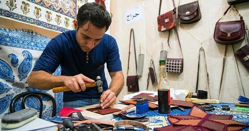 تلاش مستمر برای حل مشکل بیمه هنرمندان صنایع دستی