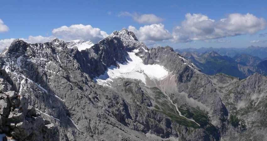 کشف «دژ سفید کوه» شاهنامه فردوسی و «آتشکده کوه گبری» ایرج افشار در ابرکوه