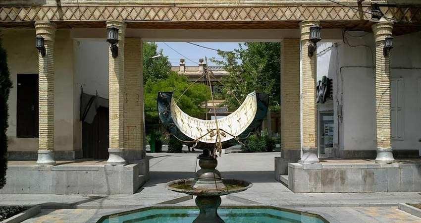 بار تاریخ جلفای اصفهان روی یک تیر چوبی!