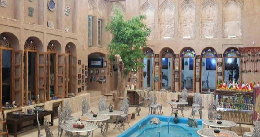 تنها کتابخانه ثابت گردشگری جهان در یزد