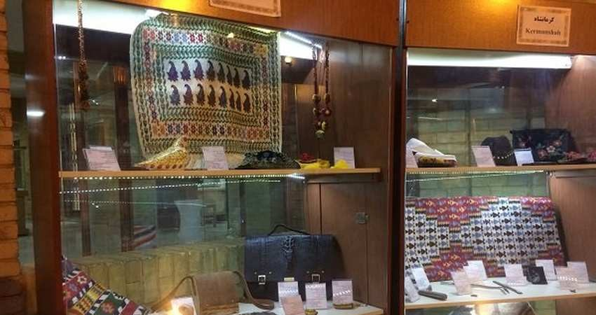نمایشگاه دائمی صنایع دستی که تماشاچی دارد نه خریدار!