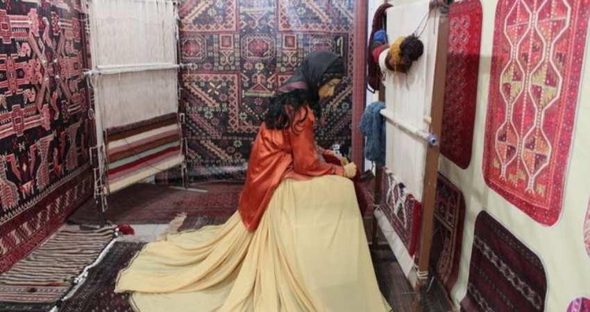 نمایش صنایع دستی بانوان سیستان و بلوچستان در پایتخت