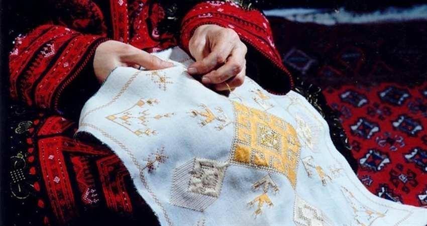 نمایشگاه سوزن دوزی بلوچ در موزه پوشاک سلطنتی سعدآباد برگزار می شود