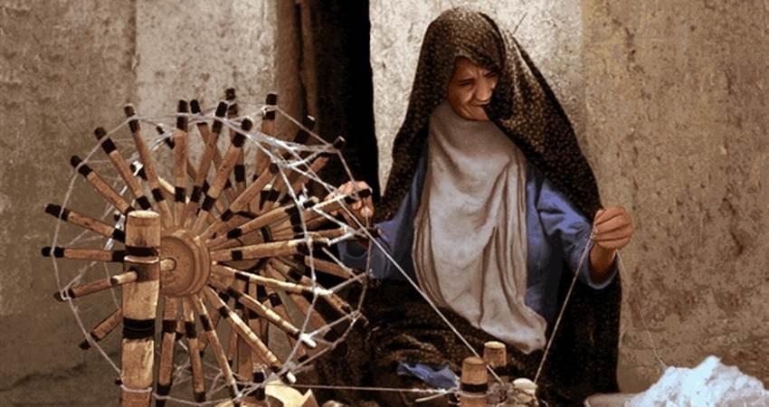 برگزاری دوره های رایگان آموزشی نخ ریسی سنتی در گرمی اردبیل