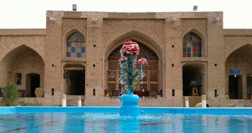 برگزاری نمایشگاه صنایع دستی در کاروانسرای حاج کمال رباط کریم