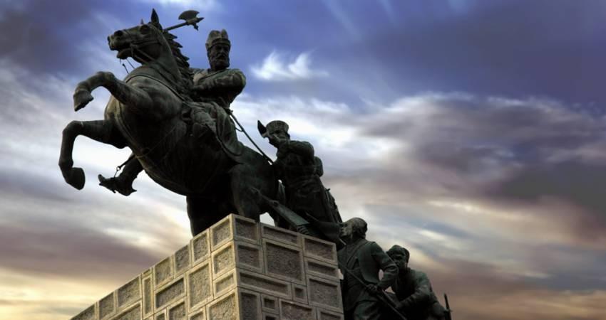 حفاظت از مجسمه نادرشاه