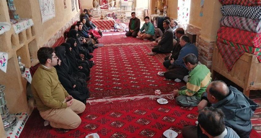 فعالیت 250 هنرمند صنایع دستی خراسان شمالی در رشته پارچه بافی سنتی