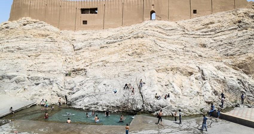 کرونا شنا را در چشمه علی متوقف نکرد!