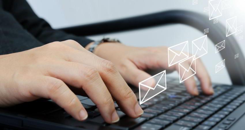 دلایلی که نباید ایمیل خود را اول صبح چک کنید