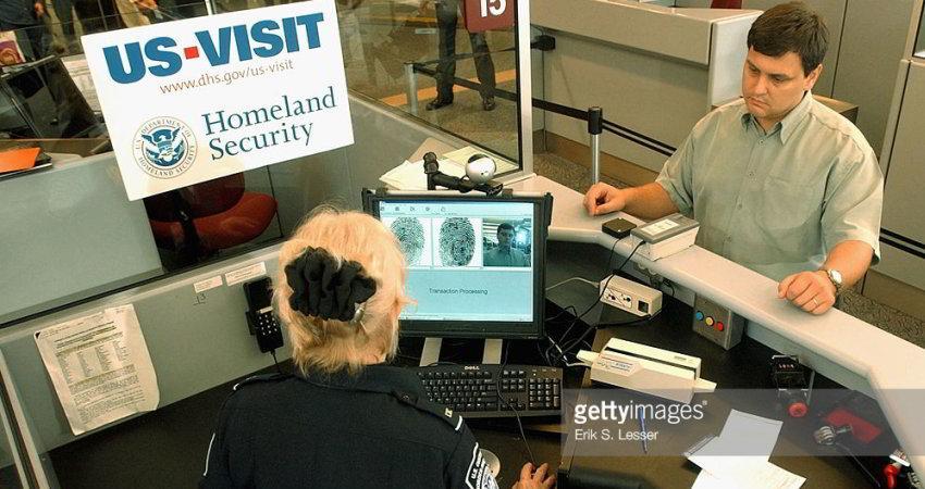 دولت آمریکا از طرح محدودیت سفر بدون ویزا حمایت کرد