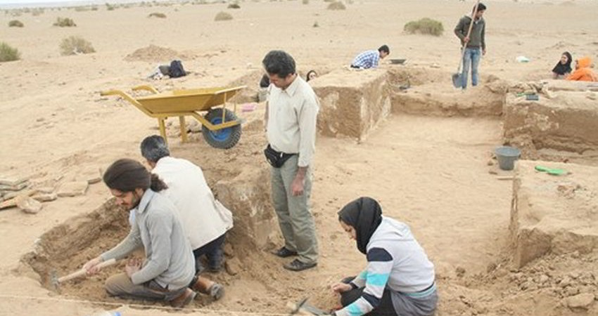 كشف بقایای تاریخی از دوره ایلخانی در كاوش محوطه تاریخی فیض آباد