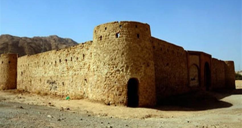 دیوار قلعه کنجانچم ایلام تخریب شد