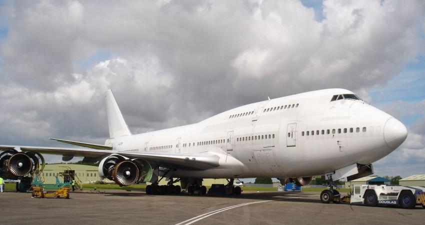 خرید 13 فروند بوئینگ  737 و یک فروند AVRO توسط ایران